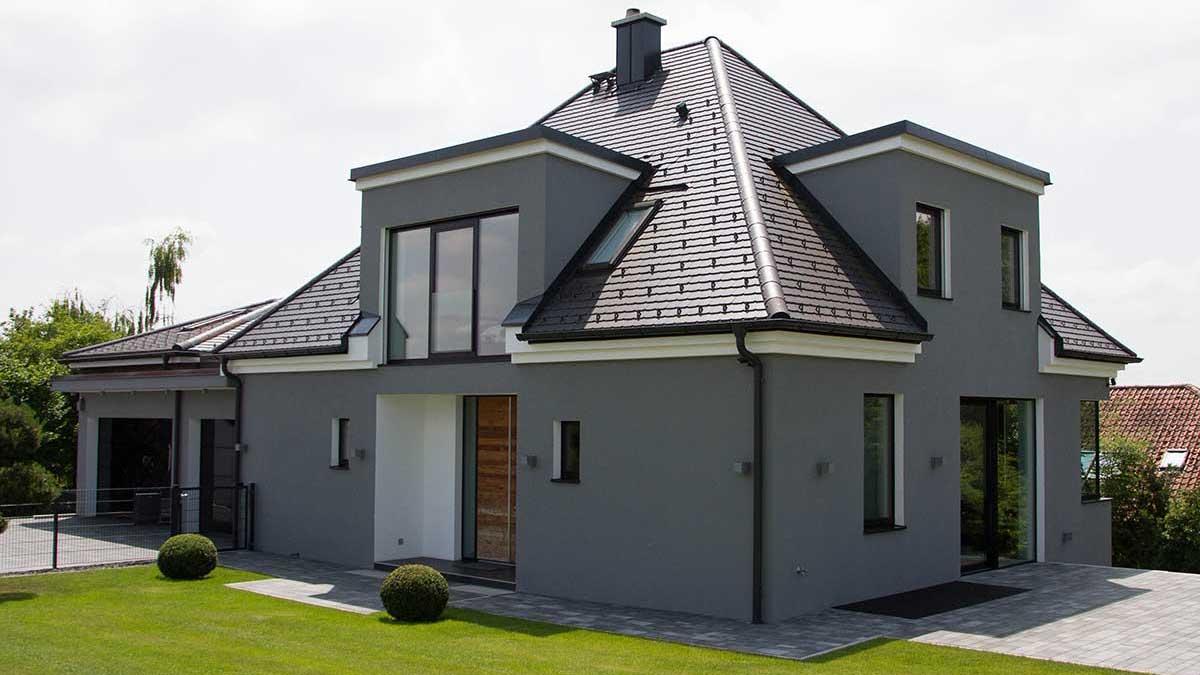 Modernes Einfamilienhaus mit Walmdach